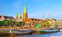 Bremen Promenade mit Schiffen