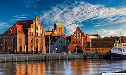 Wismar alter Hafen mit Wassertor